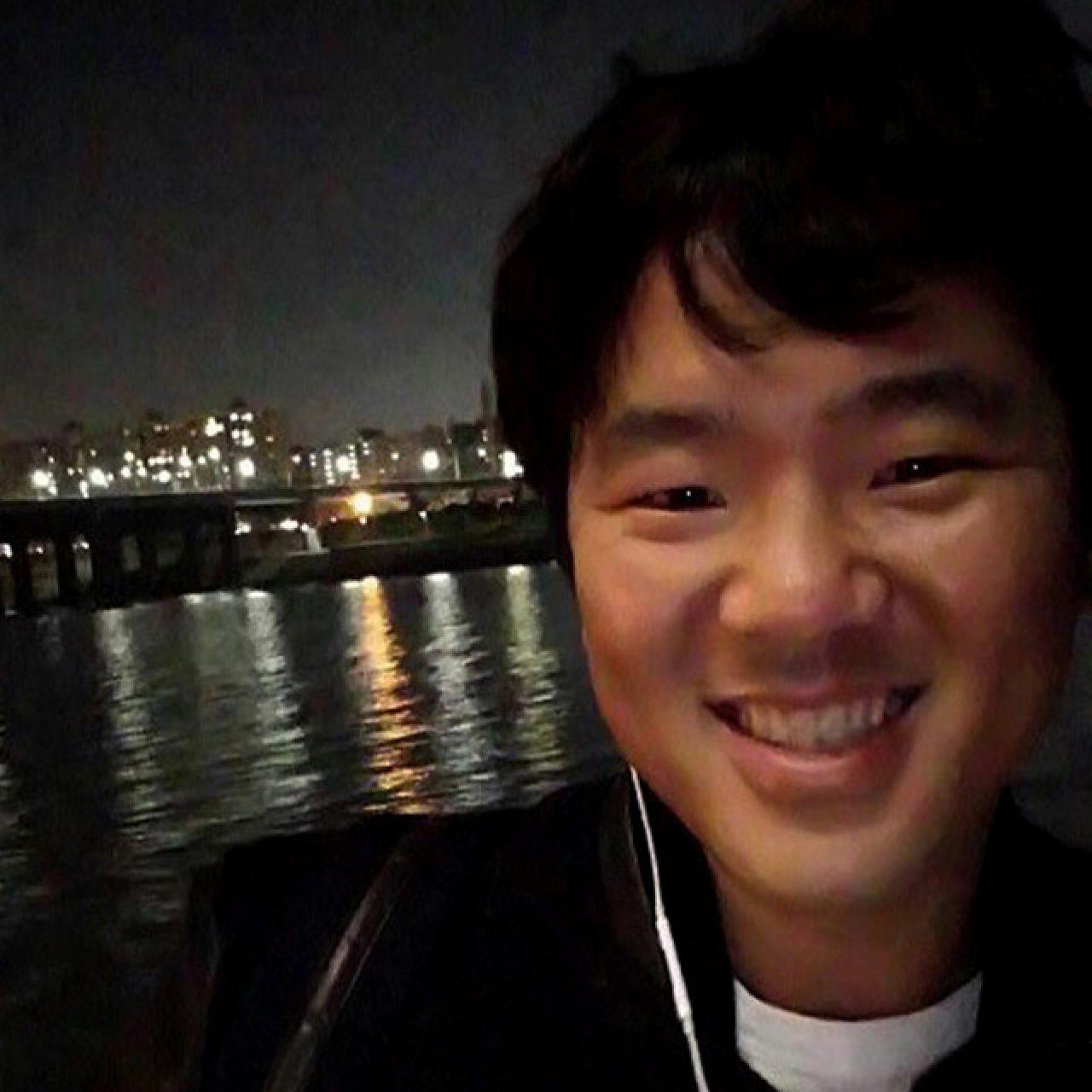 홍일탁 메인(좌우반전)